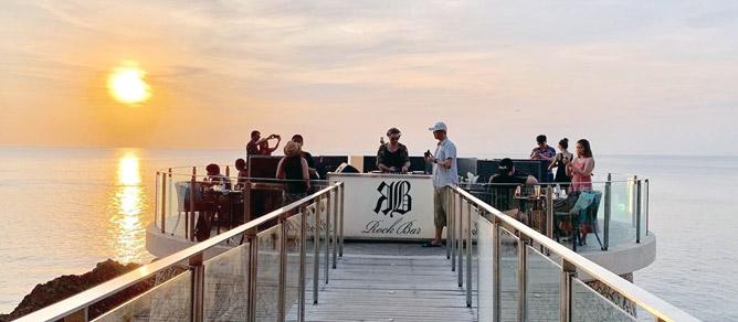 RockBar tempat Hangout Trendi di Jimbaran, Bali